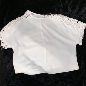 WHITE CROP TOP W/ LACE SLEEVES